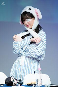 Nayeon Bias Wrecker South Korean Girls, Korean Girl Groups, Jung Eun Bi, Bunny Hat, Ear Hats, G Friend, Some Pictures, Nayeon, Cute Wallpapers