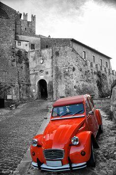 Citroen Dyane in Calcata- VT. 500px / A legendary car by Sandro L.