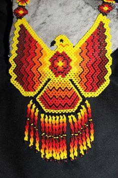 Águila de Huichol cuentas collar MM-2 por HuicholArte en Etsy Native Beadwork, Native American Beadwork, Seed Bead Patterns, Beading Patterns, Collar Indio, Huichol Art, Safety Pin Crafts, Bead Sewing, Tapestry Crochet