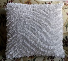 Ameroonie Designs: Wavy Ruffle Pillow Tutorial