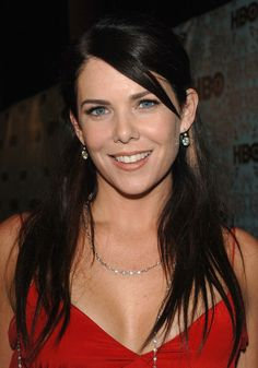 Lauren Graham Photos - Actor Lauren Graham arrives at the HBO Emmy after party held atThe Plaza at the Pacific Design Center on September 2005 in West Hollywood, California. Girlmore Girls, Girls Rules, Lauren Graham, Metal Girl, Fair Skin, Dark Hair, Celebrity Crush, Girl Photos, Gorgeous Women