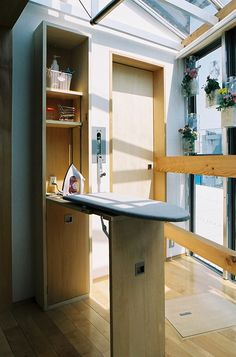 アイロン台と可動式物干竿。リビングなので、ふだんは、壁や天井に収納出来ます。(らあめん店の家) - リビングダイニング事例|SUVACO(スバコ)