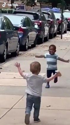 Cute Funny Babies, Funny Cute, Hilarious, Sweet Stories, Cute Stories, Danse Twerk, Cute Baby Videos, Funny Kid Videos, Human Kindness