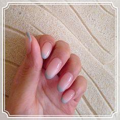 No.79 takayo:newnail◡̈♥︎ぽわーっと白グラデに先端だけパステルグレーの細フレンチ⑅…|Marisol(マリソル)