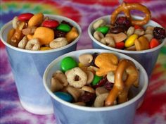 Easy, nutritious, keeps for a long time (in a sealed container), easily tweaked to fit your personal tastes. A REAL kid-pleaser. Great for bringing snack on your childs turn at preschool/daycare. Class Snacks, Lunch Snacks, Healthy Snacks, Camping Snacks, Kid Snacks, Lunch Box, Classroom Snacks, Healthy Kids, Bento Box