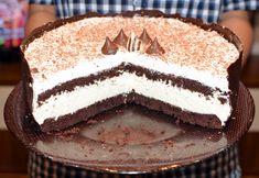 Tort cu mousse de ciocolată albă și mascarpone - Arome în bucătărie Tiramisu, Deserts, Cake, Ethnic Recipes, Food, Dulce De Leche, Mascarpone, Kuchen, Essen