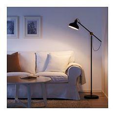 Du kan enkelt rikta ljuset dit du vill eftersom lampans arm och huvud går att justera. Ger ett riktat ljus som är bra för läsning.