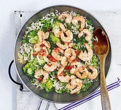Miso brown rice & broccoli salad with fiery prawns - Healthy Noms - Healthy Prawn Recipes, Healthy Recipe Videos, Bbc Good Food Recipes, Healthy Pastas, Healthy Foods To Eat, Healthy Dinner Recipes, Healthy Snacks, Diet Recipes, Healthy Eating