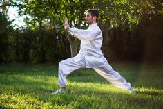There is proof that the martial art tai chi can help with the symptoms and pain of knee osteoarthritis (OA). We look at the evidence below and explain how tai chi can improve the condition. Best Martial Arts, Martial Arts Styles, Qi Gong, What Is Tai Chi, Benefits Of Tai Chi, Tai Chi Moves, Band Workout, Aerobic, Self Defense Techniques