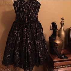 ❤️Gorgeous Strapless Dress This dress is so pretty❤️Tan with black lace just gorgeous, zippers in the back✨Brand new never worn Size 6 Robert Rodriguez Dresses Midi
