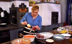 Borbás Marcsi megtanít igazi eperlekvárt és szörpöt készíteni Fondue, Cheese, Ethnic Recipes, Teeth, Angel, Tooth, Angels