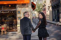 Couple on Marais photo tour, by Paris photographer Jade Maitre.