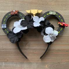 Diy Disney Ears, Disney Minnie Mouse Ears, Mickey Mouse And Friends, Disney Diy, Disney Crafts, Disney Headbands, Disney Princess Party, Mouse Ears Headband, Disney Costumes