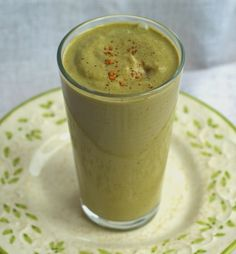 Apple Pie Smoothie: a green smoothie that tastes like apple pie! Vegan and dairy-free, no refined sugars.