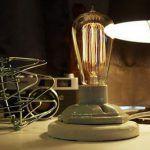 Deze keer voor de dames onder ons .. Helaas wel weer met stekker, maar geen USB! Een Vintage / Retro Keramiek lamphouder waardoor je zelf de mooieste lamp kan maken en sfeer in de kamer kunt realiseren! Nu €11,50. Daarbij ook gelijk de link naar alle mooie Retro Edison lampen!  http://gadgetsfromchina.nl/retro-vintage-keramiek-lamphouder/  #Gadgets #Gadget #Vrouwen #Women #Keramiek #vintage #Retro #Lamphouder #GadgetsFromChina #Sfeer