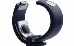 Stanco di usare il telefono per conversare? Ecco Sgnl, il braccialetto che trasforma la vostra mano in una cornetta Un dispositivo ha però particolarmente attratto la nostra attenzione: Sgnl. Il cui nome non è particolarmente accattivante, eppure ha la dote di trasformare la nostra mano in una cornetta del telefon #sgnl #app #smartphone