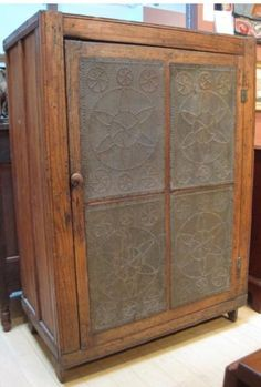 Southern Pie Safe....i seem to have a strong affinity to pie safes!!!!! Soooo fab to store quilts, yellow ware, crocks, etc.