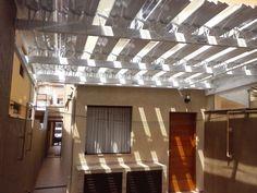 Cobertura abre e fecha 100%alumínio / policarbonato compacto cristal.  #arquitetura