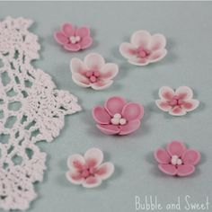 Bubble and Sweet: How to make simple sugar blossoms flowers from fondant