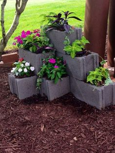 awesome 120 DIY Cinder Block Ideas to Decorating Your Outdoor Space https://wartaku.net/2017/04/14/120-diy-cinder-block-ideas-to-decorating-your-outdoor-space/ #LandscapeDIY