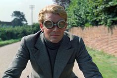 voxsart:The Roll Neck And DB Crowd. Peter O'Toole as T. E. Lawrence, 1962.
