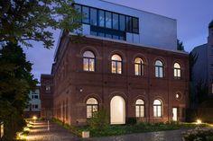 Zum #Verkauf steht der historische #Klinkerbau mit über 422 Quadratmetern Nutzfläche, welcher 1899 errichtet und 2013 aufwändig saniert und um einen #Penthouse Aufbau ergänzt wurde.
