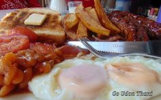 Full English breakfast at Fuzzy Ken's in Udon Thani.