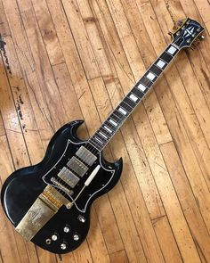 Sg Guitar, Music Guitar, Cool Guitar, Acoustic Guitar, Electric Ladyland, Guitar Photos, Cool Electric Guitars, Gibson Sg, Bass Amps
