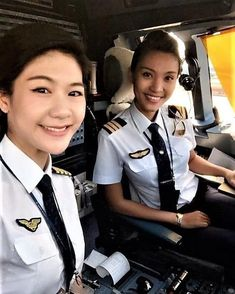 Pre Flight Pilot Training for Wanna Be an Airline Pilot Airline Uniforms, Airline Pilot, All Korean Drama, Flight Simulator Cockpit, Flight Pilot, Pilot Uniform, Airplane Flying, Pilot Training, Female Pilot