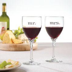 Mr. & Mrs. Wine Glasses | #exclusivelyweddings | #toastingflutes