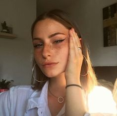 Freckles and cat eye winged liner. Everyday makeup look. Freckles and cat eye winged liner. Everyday makeup look. Makeup Goals, Makeup Inspo, Makeup Inspiration, Makeup Tips, Makeup Ideas, Glam Makeup, Insta Makeup, Beauty Make-up, Beauty Hacks