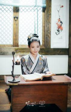 **Awuuuu** She knows it Iu Moon Lovers, Moon Lovers Drama, Korean Drama Online, Korean Drama Movies, Korean Dramas, Korean Actors, Kim Ji Won, Kim Go Eun, Scarlet Heart Ryeo
