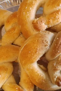 These soft, yeast-risen pretzels are fun to make. Homemade Pretzels, Pretzels Recipe, Soft Pretzels, Cooking Meme, Cooking Recipes, Bread Recipes, Cooking Hard Boiled Eggs, Cooking Fresh Green Beans, Cooking Spaghetti