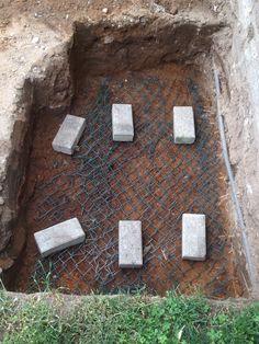 Étape 4: mise en place d'un grillage de protection ( anti-évasion et anti-intrusion ) au fond de la fosse d'hibernation
