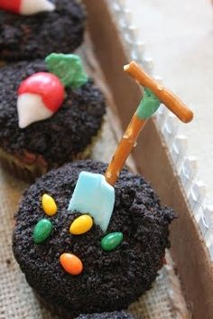 Spade on cupcake - great idea for a Peter Rabbit baby shower