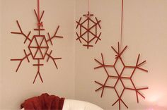 24 Christmas Crafts for Kids » Giant Snowflake Ornaments made with popsicle sticks