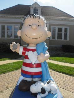 Linus and Snoopy in Sleepy Eye, Minnesota Tom Robbins, Peanuts Cartoon, Peanuts Snoopy, Charlie Brown And Snoopy, Roadside Attractions, Minnesota, Street Art, Beagle, Childhood
