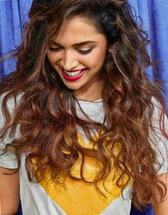 Inside Pics: Deepika Padukone soaks in love, laughter and life for Vogue's Happy Issue. Read about Inside Pics: Deepika Padukone soaks in love, laughter and life for Vogue's Happy Issue at Bollywood Hungama Bollywood Girls, Bollywood Stars, Bollywood Fashion, Bollywood Actress, Bollywood News, Hijab Fashion, Fashion Dresses, Deepika Ranveer, Deepika Padukone Style