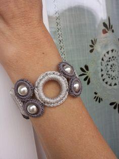Braccialetto in lurex argento e grigio tortora con perle
