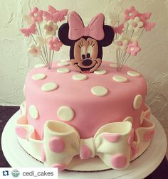 "724 Likes, 6 Comments - John (@jb_cookie_cutters) on Instagram: ""#Repost @cedi_cakes with @repostapp ・・・ Minnie Mouse Cake. #cedicakes #cake #satinice #birthdaycake…"""