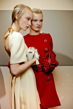 Editorial Nina Garcia cream and crimson Pink Fashion, Fashion Models, Womens Fashion, Models Backstage, Structured Dress, High Fashion Photography, Stunning Photography, Friend Outfits, Look Cool