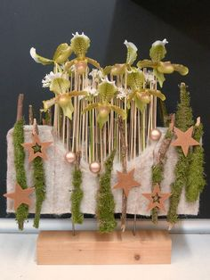 . Christmas Home, Shapes, Table Decorations, Floral, Artist, France, Home Decor, Decoration Home, Room Decor