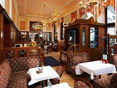 You can find dozens of traditional cafés in Vienna's Old City. Here you will encounter Viennese coffee house culture in its most original form. Bakery Interior, Cosy Corner, Imperial Palace, Meeting Place, Cafe Shop, Shop Fronts, Old City, Vienna, Coffee