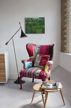 Squint Limited é um estúdio de design independente, que nasceu em Londres no ano de 2005, e produz e vende produtos sob medida, móveis artesanais e acessórios para casa.  Idealizado por Lisa Whatmoug, que nutre uma paixão por tecidos e tem uma sensibil ...