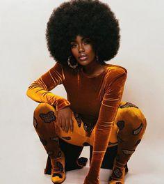 black women curves modelingblack women curves lines Beautiful Black Girl, Black Girl Art, Black Women Art, Black Girl Magic, Black Girls, Beautiful Legs, Beautiful Pictures, Black Power, Vintage Black Glamour