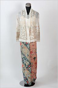 Indonesian sarung and kebaya top