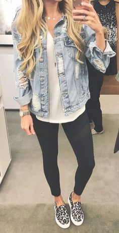 Chic spring leggings outfits to feel good - Source by outfits casual leggings Casual Fall Outfits, Chic Outfits, Spring Outfits, Jean Outfits, Winter Outfits, Casual Jeans Outfit Summer, Stylish Mom Outfits, Comfy Work Outfit, Black Jeans Outfit
