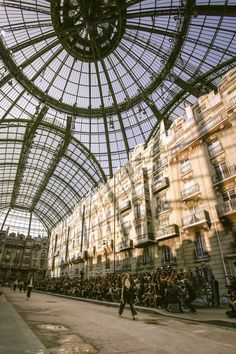 Slideshow: The Atmosphere at Chanel Spring 2015
