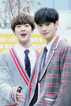 Second dad and a child 😂 Cha Eun Woo, Jooheon, Jinjin Astro, Cha Eunwoo Astro, Lee Dong Min, Astro Fandom Name, Pre Debut, Sanha, Asian Boys