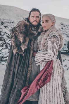 Daenerys Targaryen and jon snow Jon Targaryen, Daenerys Targaryen Aesthetic, Daenerys Targaryen Art, Khaleesi, Jon Snow Cosplay, Dany And Jon, Lord Knight, Game Of Thrones Tumblr, Kit And Emilia